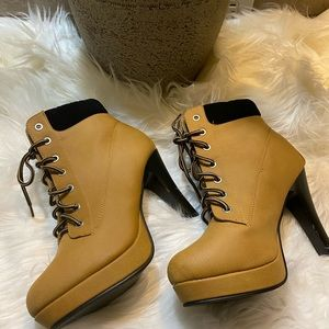 Top Moda healed work boot